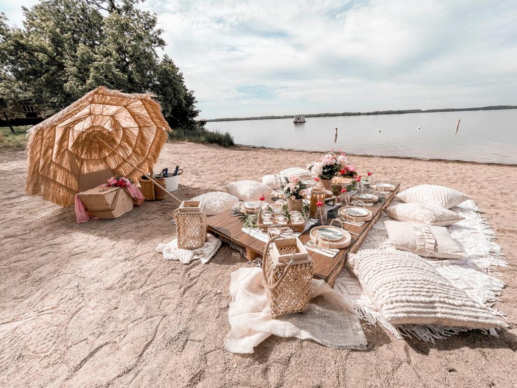 Stylish Beachside picnic in Detroit lakes